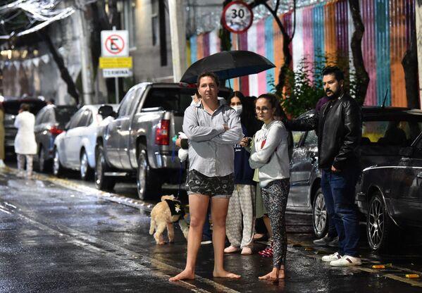 Un terremoto di magnitudo 7.0 ha colpito il Messico, causando ingenti danni alla Capitale Città del Messico. Prima il Paese era già stato colpito da un'alluvione che ha causato la morte di 17 persone ricoverate in ospedale.   - Sputnik Italia