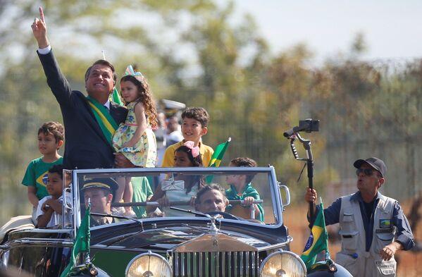 Il presidente brasiliano Jair Bolsonaro partecipa alle celebrazioni del Giorno dell'Indipendenza a Brasilia, Brasile, il 7 settembre 2021. - Sputnik Italia