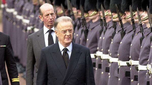 Президент Португалии Хорхе Сампайо осматривает почетный караул - Sputnik Italia