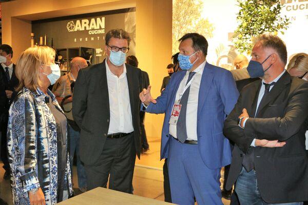 Giancarlo Giorgetti al Salone del Mobile - Sputnik Italia