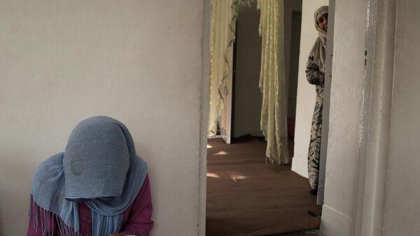 Una donna afghana - Sputnik Italia