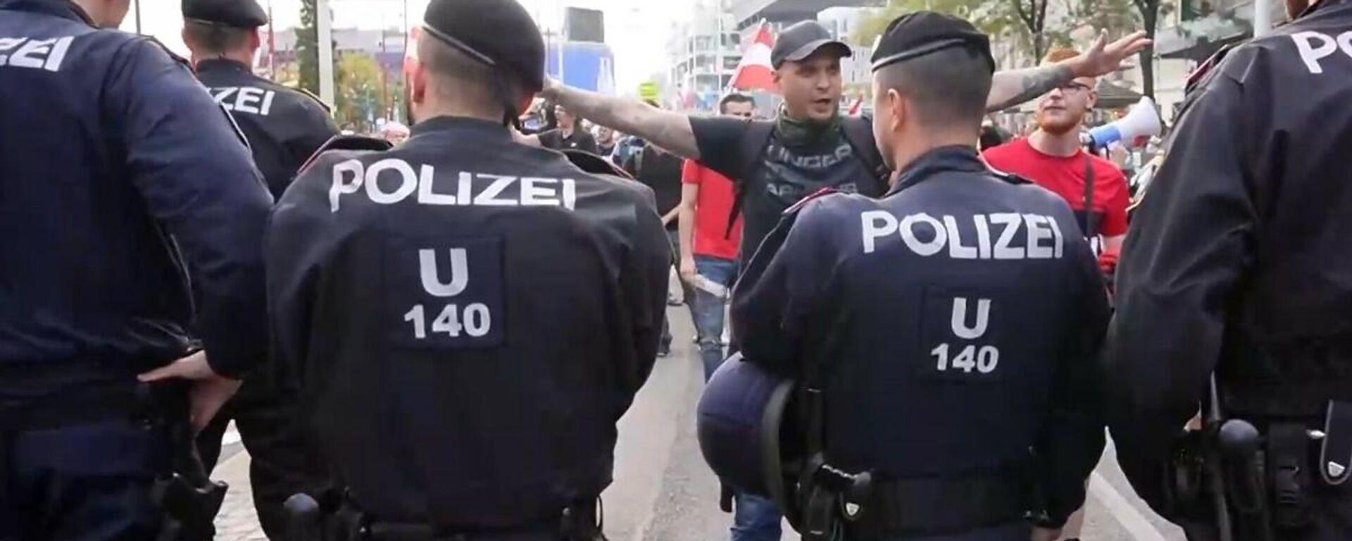 Austria: gli scettici Covid si scontrano con la polizia durante protesta contro nuove restrizioni - Sputnik Italia, 1920, 12.09.2021