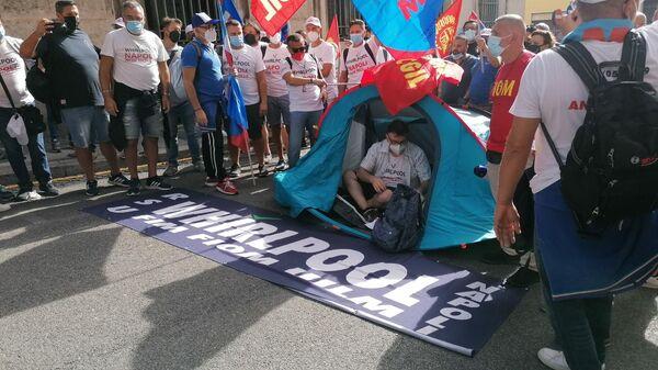 Lavoratori Whirlpool di Napoli protestano a Roma, giovedì 16 settembre 2021 - Sputnik Italia