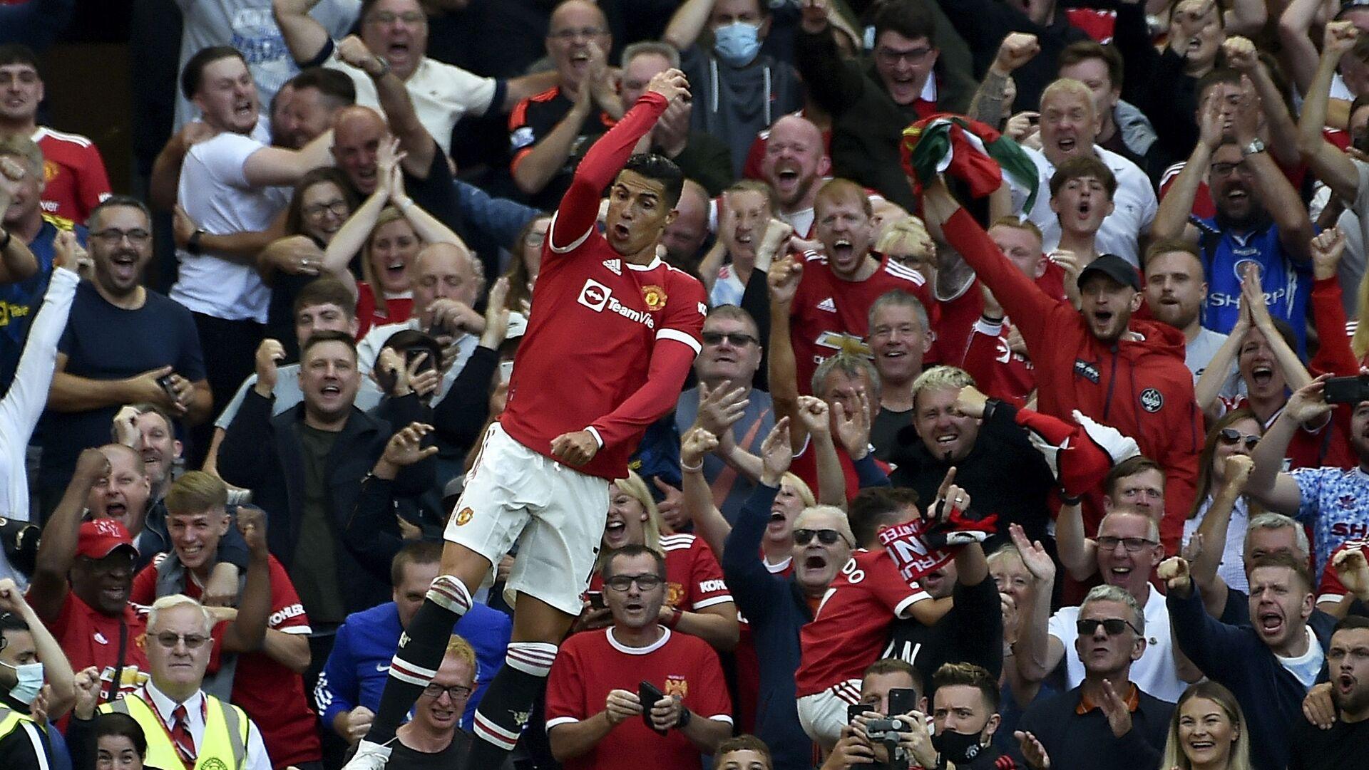 Криштиану Роналду радуется забитому голу во время футбольного матча на стадионе Олд Траффорд в Манчестере, Англия - Sputnik Italia, 1920, 26.09.2021
