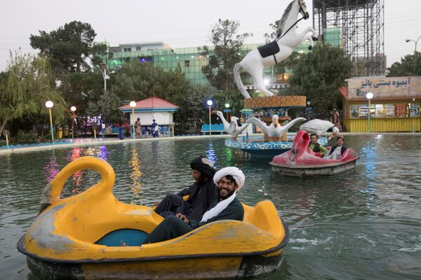 Dopo aver riconquistato l'Afghanistan, i talebani (organizzazione terroristica estremista illegale in Russia ed in altri paesi) hanno festeggiato, recandosi al parco giochi di Kabul e in palestra. - Sputnik Italia