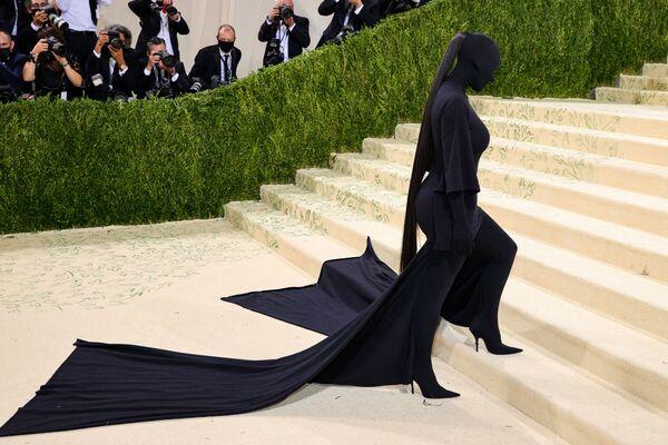 Il look di Kim Kardashian al Met Gala 2021. - Sputnik Italia