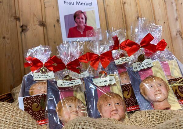 I biscotti di marzapane raffiguranti la cancelliera tedesca Angela Merkel, realizzati da un pasticcere tedesco prima delle elezioni del 26 settembre. - Sputnik Italia