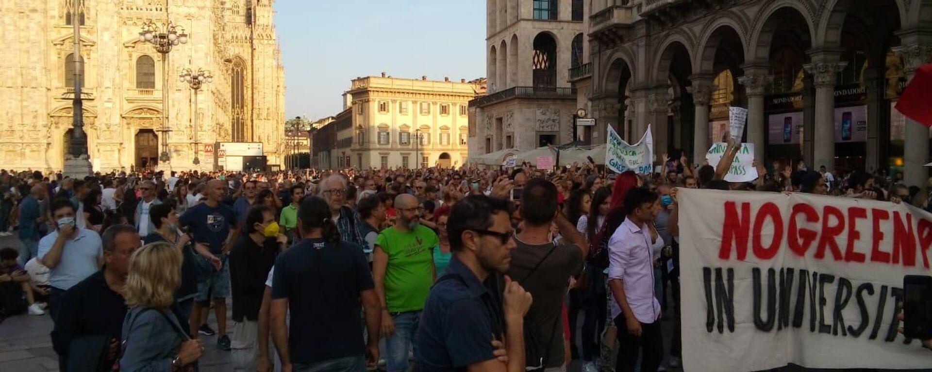 In centro a Milano manifestanti anti-green pass nonostante divieto Questura - Sputnik Italia, 1920, 18.09.2021