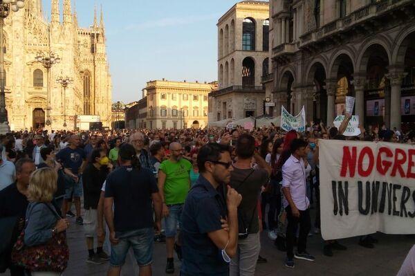 In centro a Milano manifestanti anti-green pass nonostante divieto Questura - Sputnik Italia