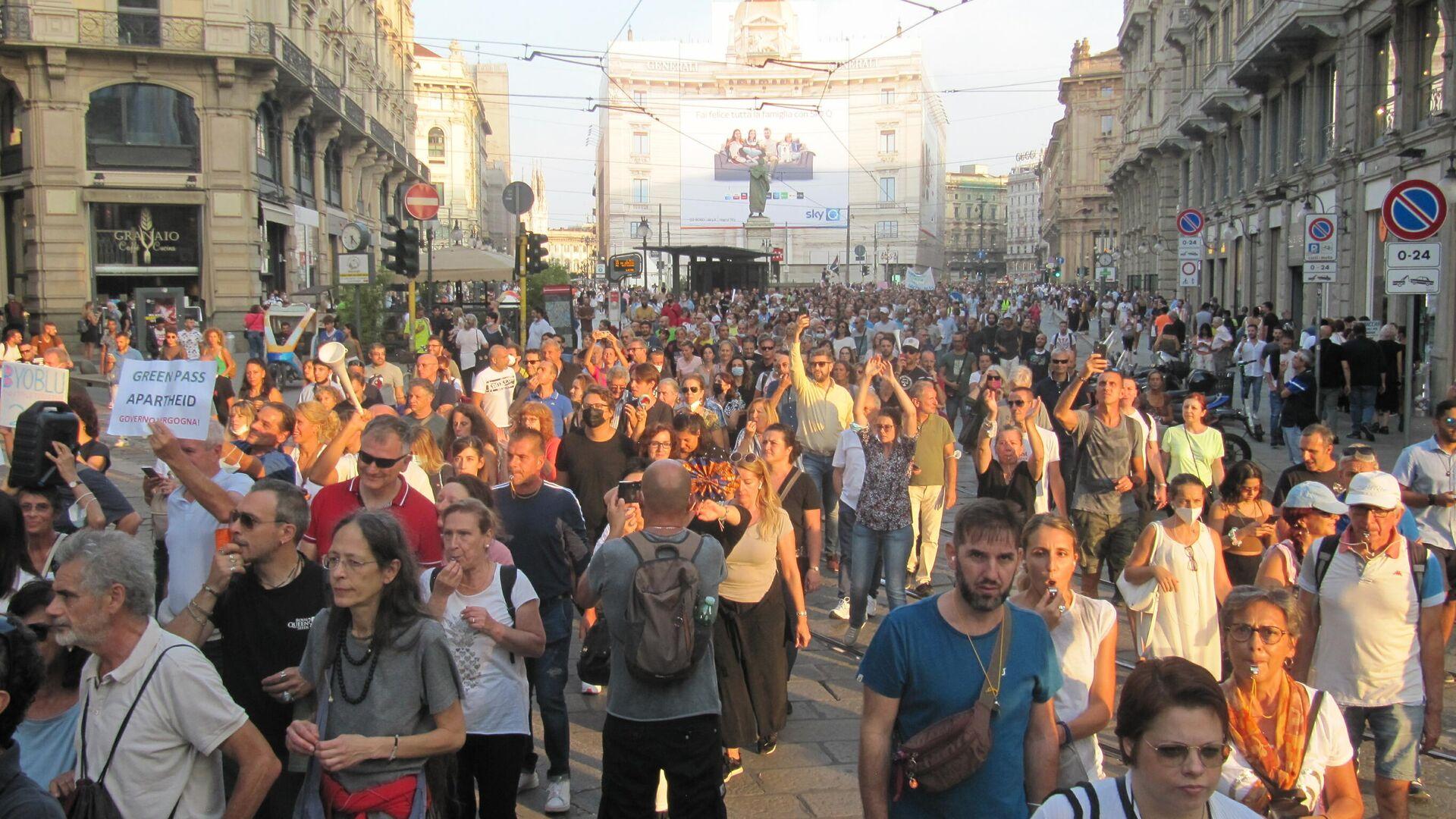 Milano manifestazione contro il Green Pass - Sputnik Italia, 1920, 28.09.2021