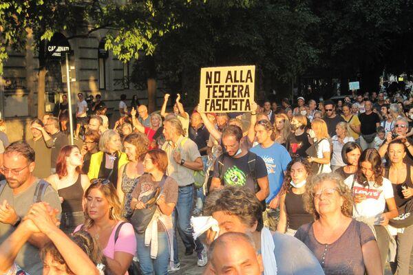 Milano manifestazione contro il Green Pass - Sputnik Italia