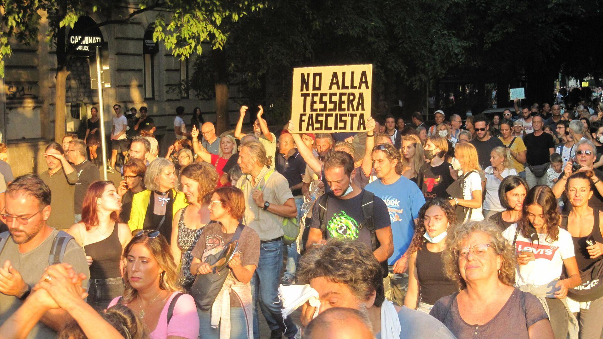 Milano manifestazione contro il Green Pass - Sputnik Italia, 1920, 25.09.2021