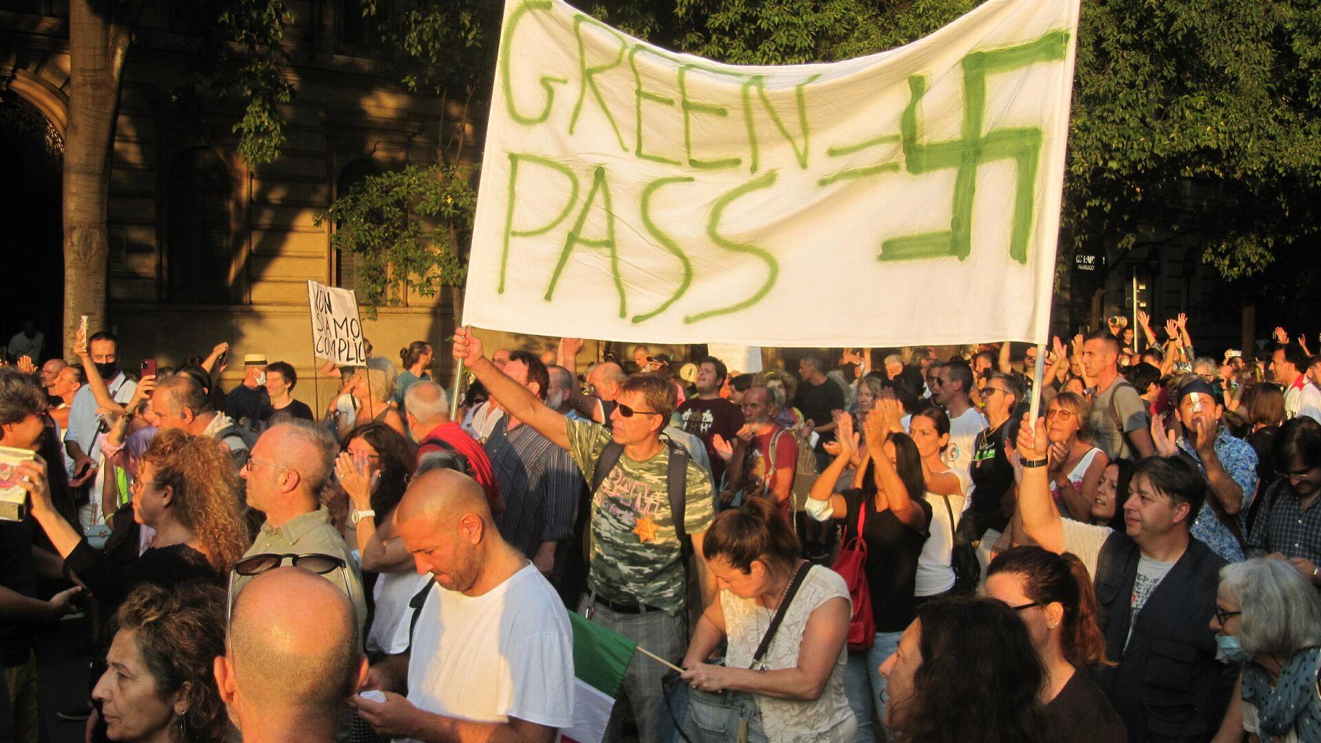 Milano, manifestazione contro il Green Pass - Sputnik Italia, 1920, 21.09.2021