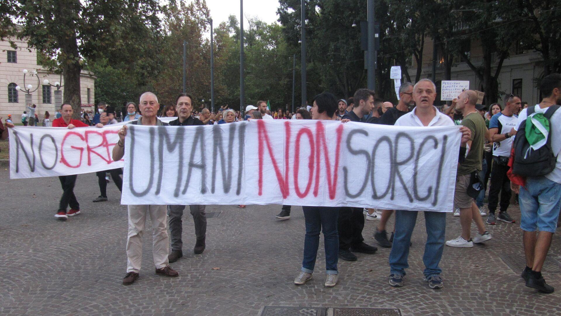 Milano, manifestazione contro il Green Pass - Sputnik Italia, 1920, 29.09.2021