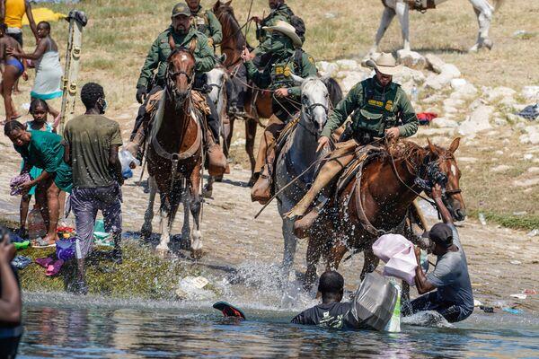 Il governo degli Stati Uniti è pronto a rimpatriare ad Haiti migliaia di migranti che negli ultimi giorni si sono radunati sotto un ponte al confine tra gli Usa e il Messico. - Sputnik Italia