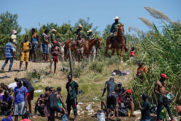 Peraltro, il flusso non è diminuito nemmeno durante la stagione calda: anzi, ad agosto oltre 208 mila migranti sono stati fermati mentre tentavano di attraversare la frontiera. - Sputnik Italia