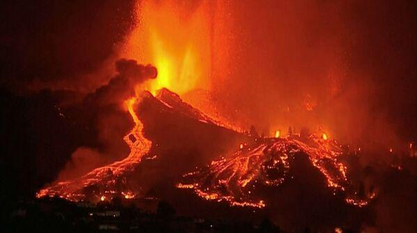 L'eruzione è stata preceduta da un terremoto di grado 3.8, avvertito soprattutto nella zona di Las Manchas a El Paso. - Sputnik Italia