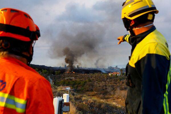 Lo sciame sismico provocato dall'attività vulcanica era iniziato giorni fa e aveva messo in allerta diversi comuni sull'isola delle Canarie. - Sputnik Italia