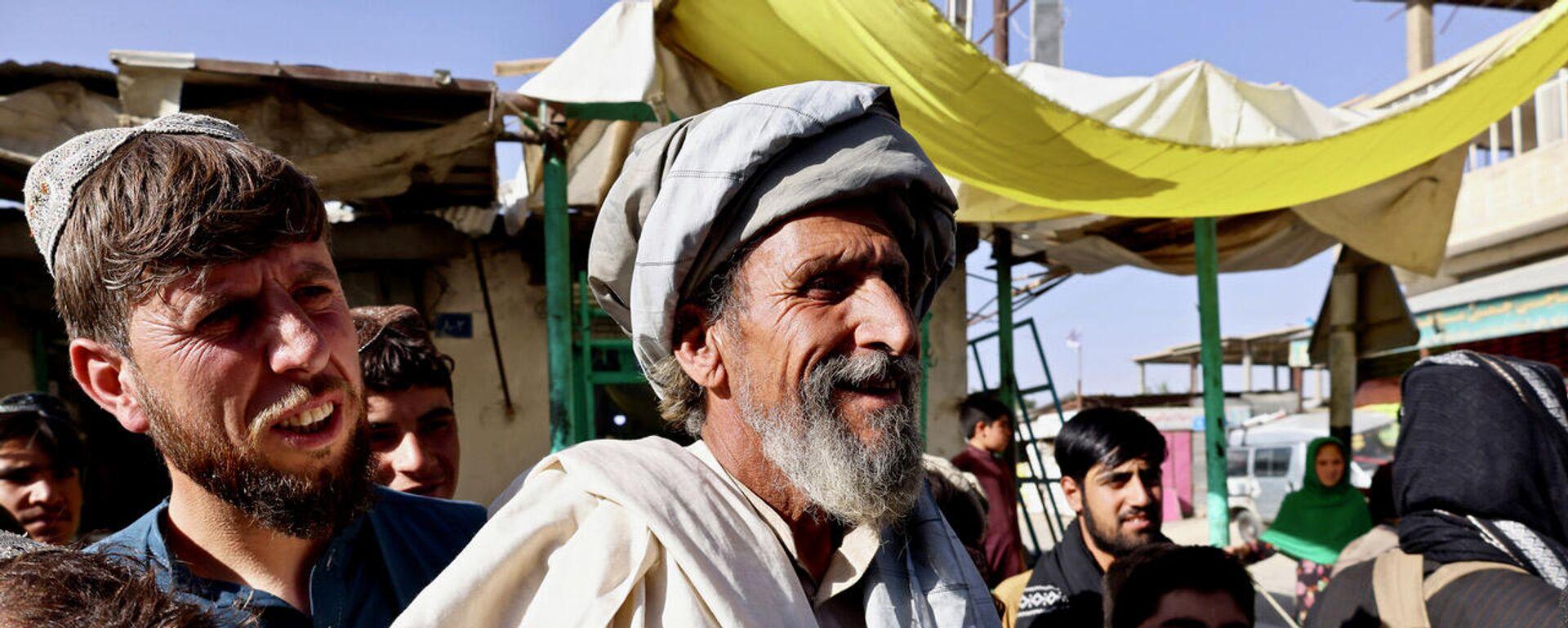 Anziano pro talebani a Maidan Shar, capoluogo della provincia di Wardak - Sputnik Italia, 1920, 04.10.2021