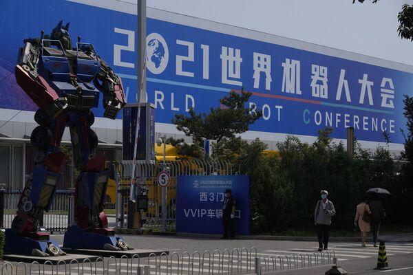 L'evento, che è durato quattro giorni, ha raccolto oltre 500 prodotti di più di 110 aziende, presentati durante una serie di conferenze, mostre e anche una competizione di robot. - Sputnik Italia