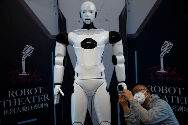 """Alla mostra sono stati presentati anche robot più """"umanizzati"""", come questo androide. Se ne scriveva nei libri di fantascienza ambientati nel futuro, ma sembra che il futuro sia già qui. - Sputnik Italia"""