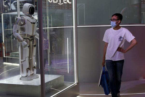 Oltre ai robot, nel corso dell'evento sono stati illustrati i campi di applicazione della robotica: dalla ricerca spaziale a quella dei fondali marini, dai grandi progetti alla vita quotidiana delle persone. - Sputnik Italia