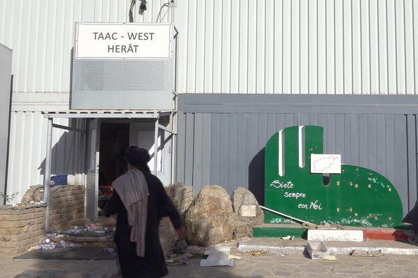 Entrata del comando, segnalata dall'insegna Taac West Herat - Sputnik Italia
