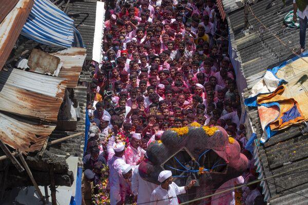 """In India si svolge il festival Ganesh Chaturthi, che celebra, per dieci giorni, il """"compleanno"""" dell'amatissimo dio bambino con la testa d'elefante. - Sputnik Italia"""