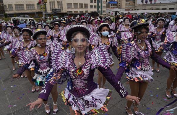 """I ballerini si esibiscono durante una celebrazione del festival """"El Caporal"""" a La Paz, in Bolivia, domenica 19 settembre 2021. - Sputnik Italia"""