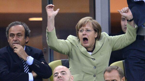Канцлер Германии Ангела Меркель празднует на арене Гданьск - Sputnik Italia