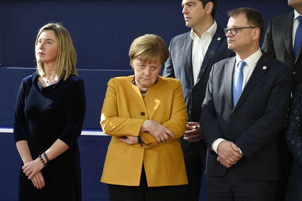 L'Alto rappresentante dell'UE per gli affari esteri e la politica di sicurezza Federica Mogherini, la cancelliera tedesca Angela Merkel, il primo ministro greco Alexis Tsipras e il primo ministro finlandese Juha Sipila posano per una foto, il 22 marzo 2019, a Bruxelles, al termine di un vertice dell'UE incentrato sulla Brexit. - Sputnik Italia