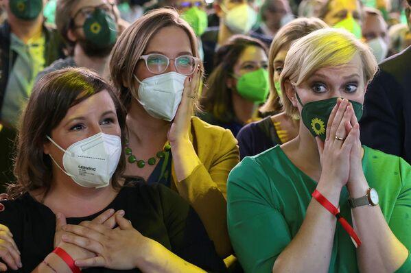 I Verdi, che per breve tempo avevano guidato i sondaggi all'inizio, sono arrivati al terzo posto con il 14,8%. - Sputnik Italia
