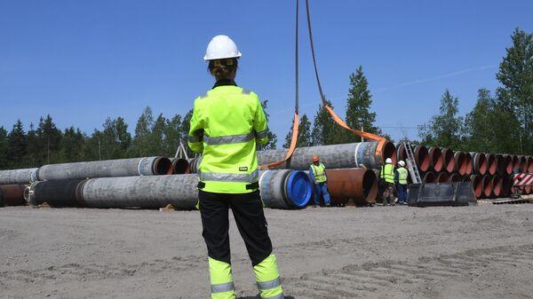 Рабочие на участке строительства газопровода Северный поток-2 в Ленинградской области - Sputnik Italia