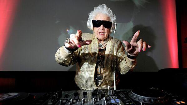 Британский диджей Рут Флауэрс, она же DJ Mamy Rock - Sputnik Italia
