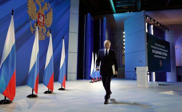 """Vladimir Putin dopo aver pronunciato il suo discorso annuale all'Assemblea Federale, durante il quale ha lanciato un monito: """"Spero che a nessuno venga in mente di oltrepassare le linee rosse"""" - Sputnik Italia"""