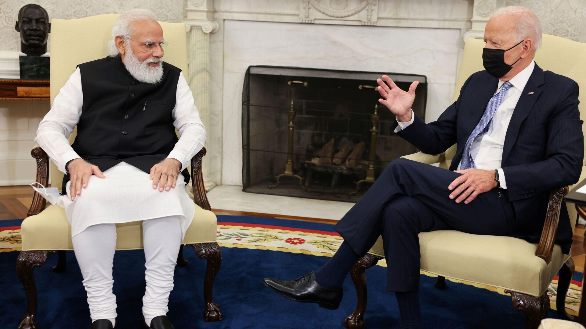 Il primo ministro indiano Narendra Modi ricevuto dal presidente americano Joe Biden nello Studio Ovale della Casa Bianca - Sputnik Italia, 1920, 09.10.2021