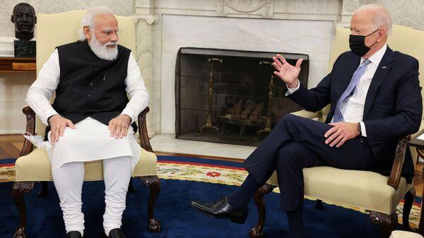 Президент США Джо Байден встречается с премьер-министром Индии Нарендрой Моди в Овальном кабинете Белого дома в Вашингтоне - Sputnik Italia
