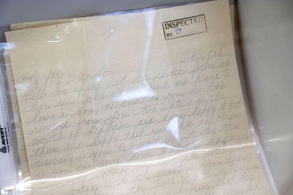 La lettera personale di Al Capone al figlio Sonny che il gangster ha scritto nella prigione di Alcatraz. I nipoti considerano la lettera il lotto più prezioso all'asta.  - Sputnik Italia