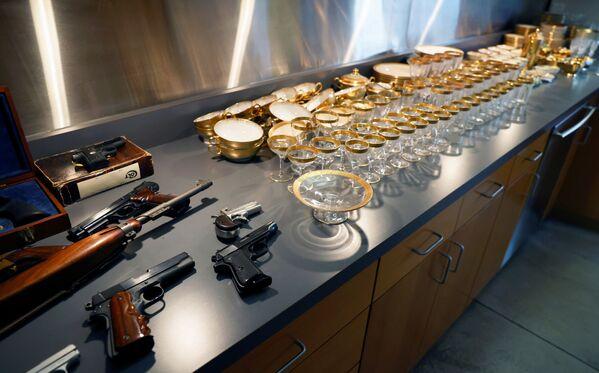 Armi e bicchieri appartenuti al gangster americano Al Capone ed ereditati da suo figlio Sonny - Sputnik Italia