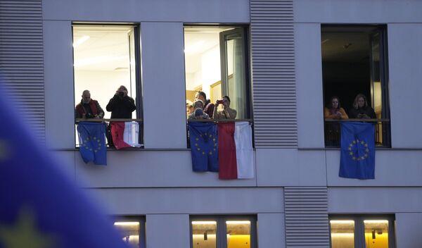 La minaccia di Polexit però consente a Tusk, e al partito, di sfoderare la sua dote più solida e convincente: un netto europeismo, che può sedurre anche chi aveva votato Pis ma vuole restare nell'Ue. - Sputnik Italia