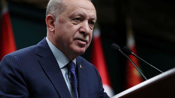 Президент Турции Реджеп Тайип Эрдоган во время выступления перед членами своей партии - Sputnik Italia