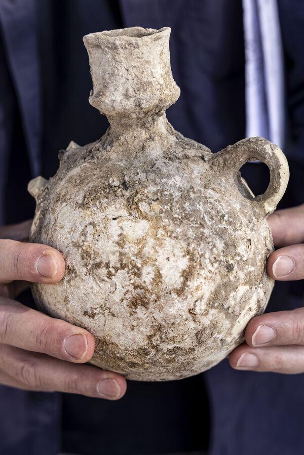 Fra le rovine sono stati recuperati centinaia di migliaia di frammenti, fra cui giare in terracotta, alcune delle quali ancora in buono stato. - Sputnik Italia