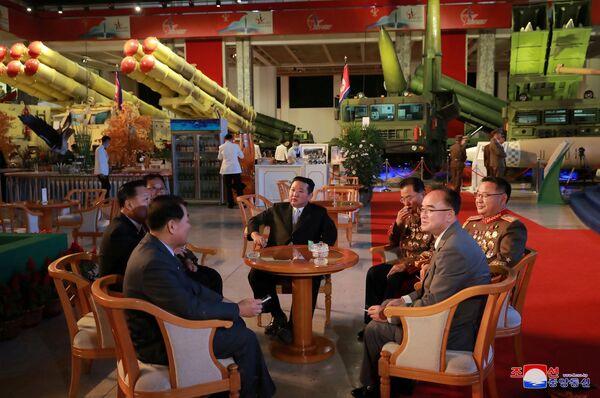 """Durante il suo intervento alla mostra, Kim Jong-un ha affermato che Gli Stati Uniti sono la """"causa principale"""" dell'instabilità e delle tensioni politiche nella penisola. - Sputnik Italia"""