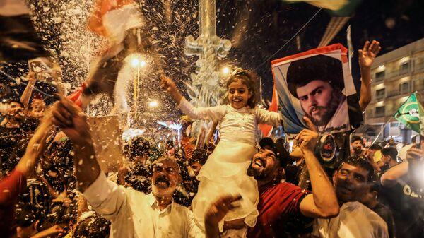 Сторонники движения Sadr празднуют после объявления предварительных результатов парламентских выборов в Ираке - Sputnik Italia
