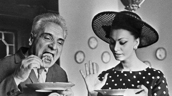 Итальянская киноактриса Софи Лорен и грузинский актер Серго Закариадзе, 1965 год - Sputnik Italia