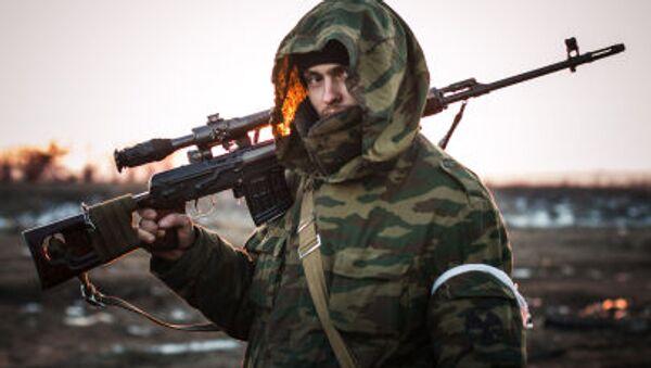 Miliziano Donbass armi - Sputnik Italia