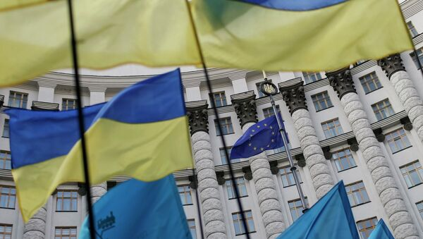 Bandiere di Ucraina e UE - Sputnik Italia