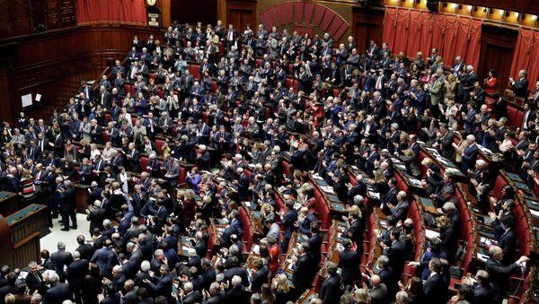 I parlamentari italiani salutano l'elezione del presidente Sergio Mattarella - Sputnik Italia