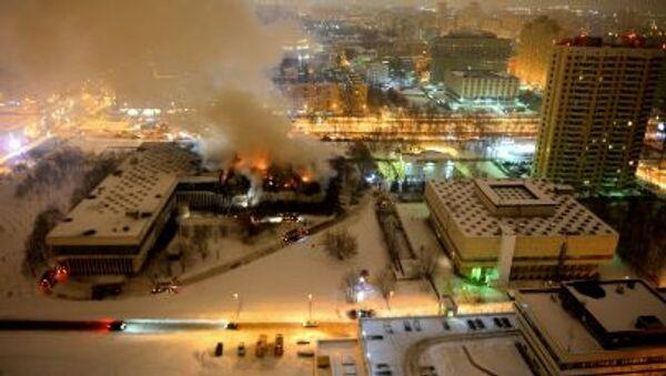 Пожар в библиотеке Института общественных наук в Москве - Sputnik Italia