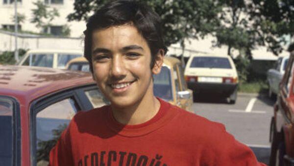 Юноша в футболке с надписью Перестройка СССР - Sputnik Italia